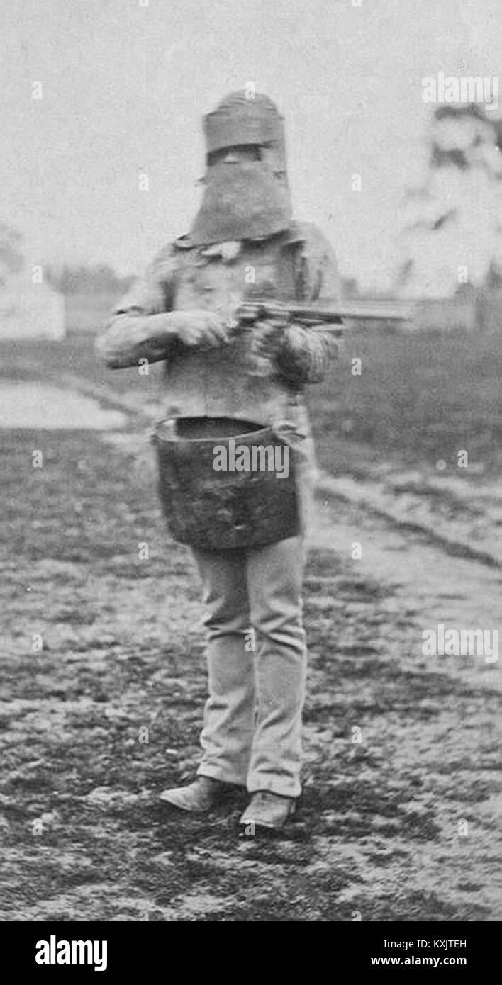 Ein Polizist in Ned Kelly's Armor suit 1880 ausgestattet Stockbild