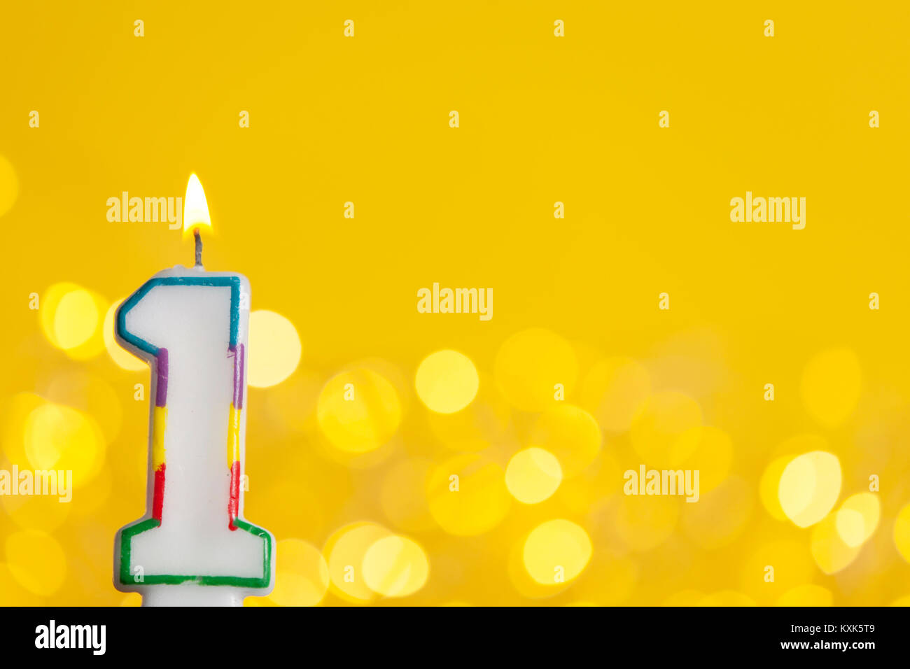 Nummer 1 Geburtstag Kerze Gegen Eine Helle Lichter Und Gelbem