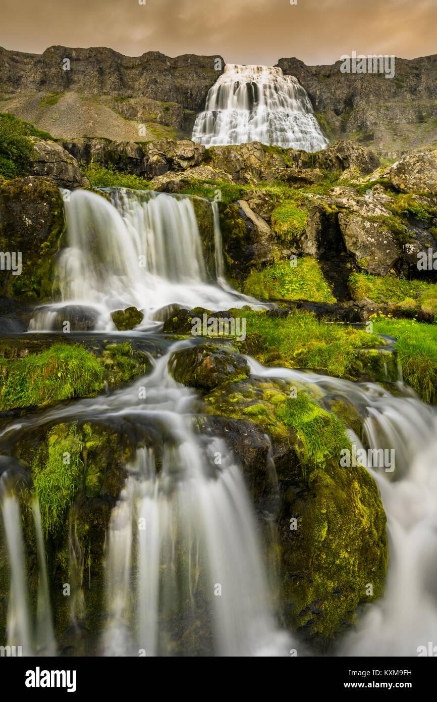 Mächtige Dynjandi Wasserfall der Westfjorde Islands. Stockbild
