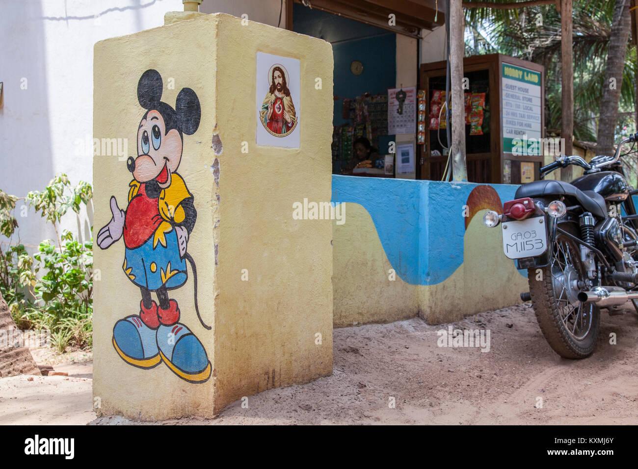 Mickey Mouse und Jesus vereint auf einer Wand in Goa, Indien - Micky Maus und Jesus vereint eine einer Mauer in Stockbild