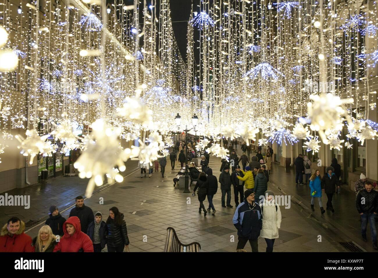 moskau russland januar 7 2018 moskau nikolskaya street silvester weihnachten dekoration. Black Bedroom Furniture Sets. Home Design Ideas