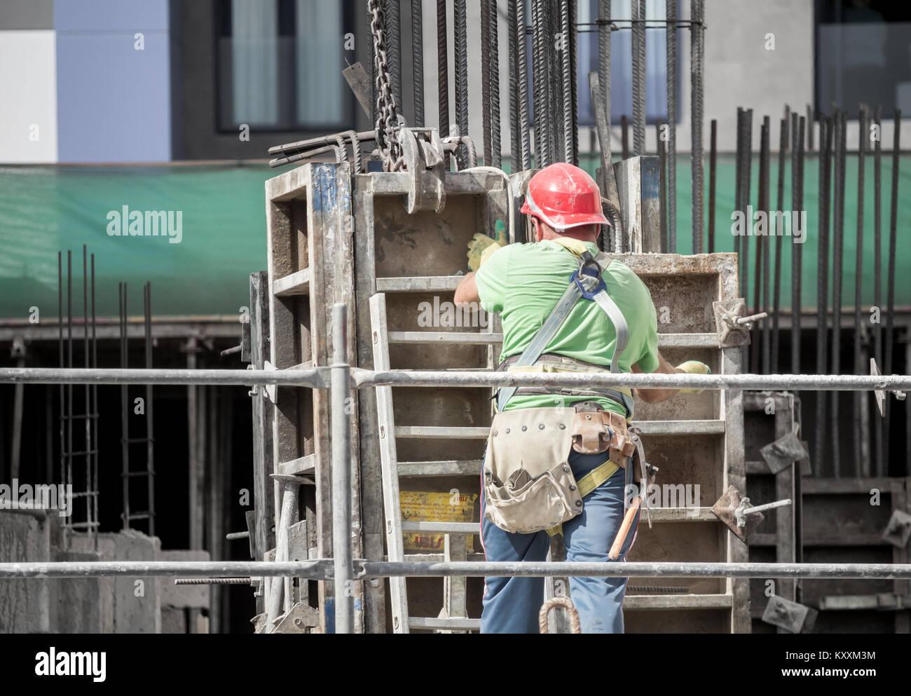 Ansicht der Rückseite des Bauarbeiter in Spanien. Stockbild