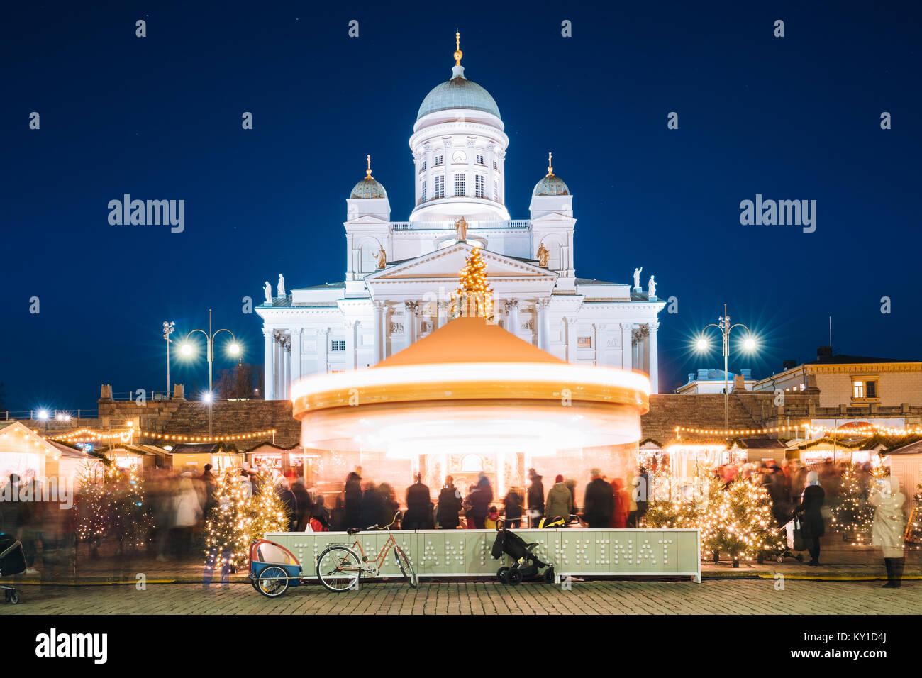 helsinki finnland weihnachten weihnachtsmarkt am senatsplatz mit urlaub karussell und. Black Bedroom Furniture Sets. Home Design Ideas