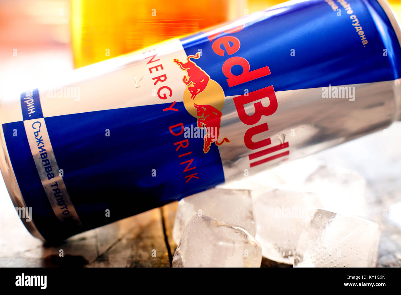 Red Bull Kühlschrank Dose Maße : Red bull drink in can stockfotos red bull drink in can bilder