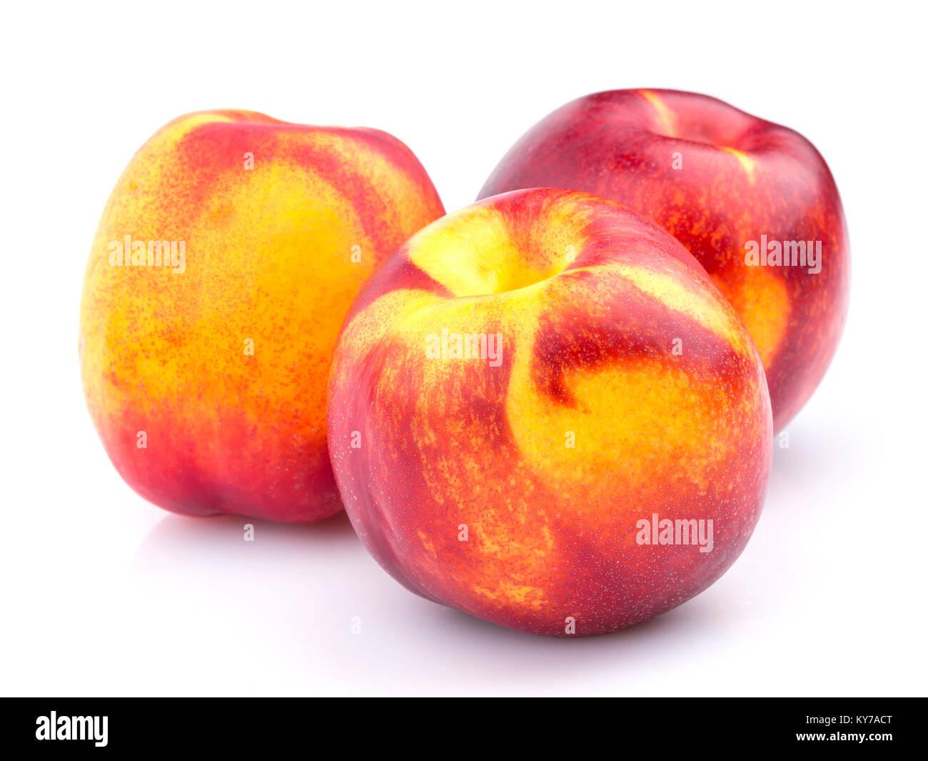 Ganze nektarine Frucht auf weißem Hintergrund Stockbild