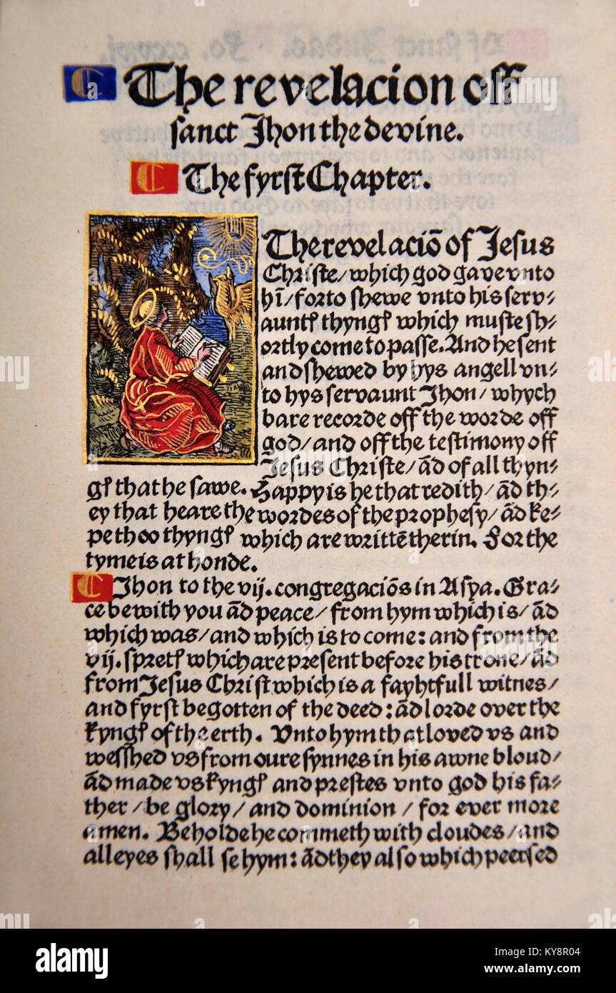Titel Seite aus dem Buch der Offenbarung in einem Faksimile von William Tyndale's 1525 Edition der englischen Stockbild