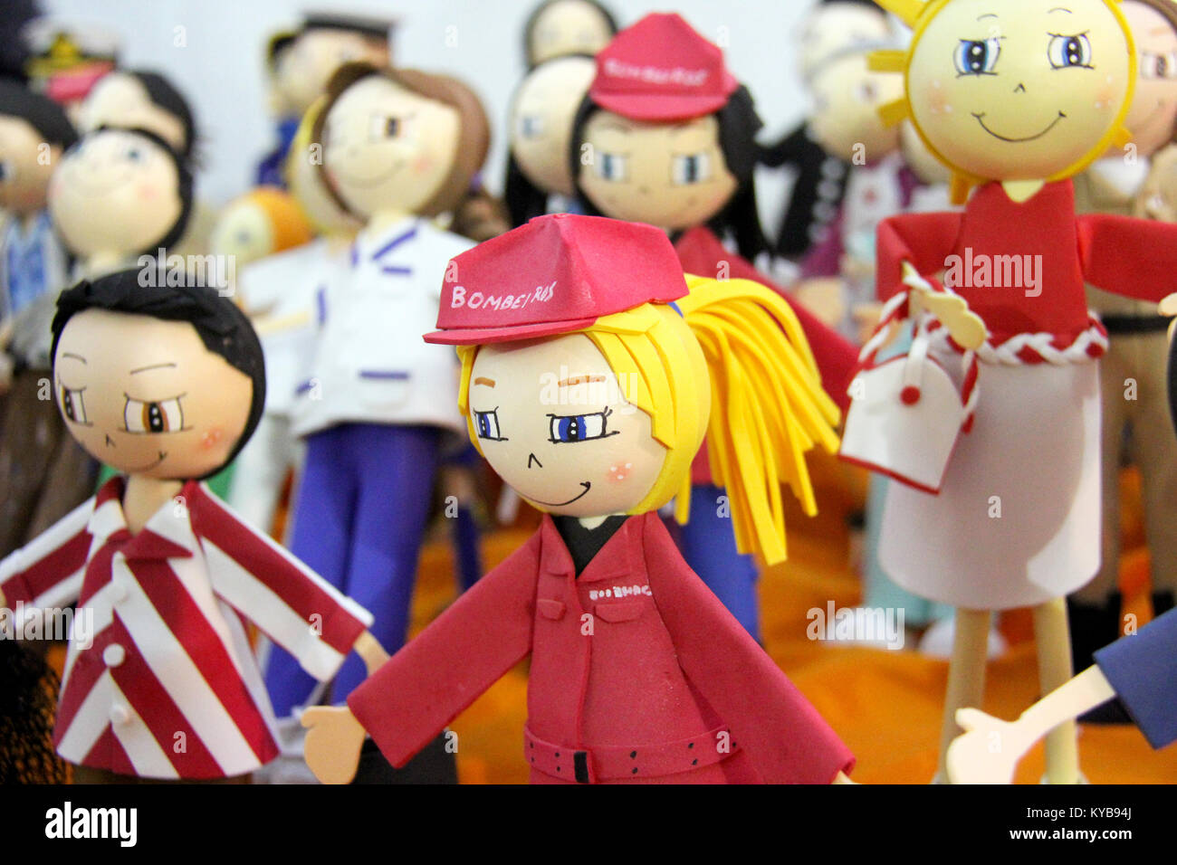 Auswahl An Farbenfrohen Handgefertigten Puppen Puppen Die Die Mit