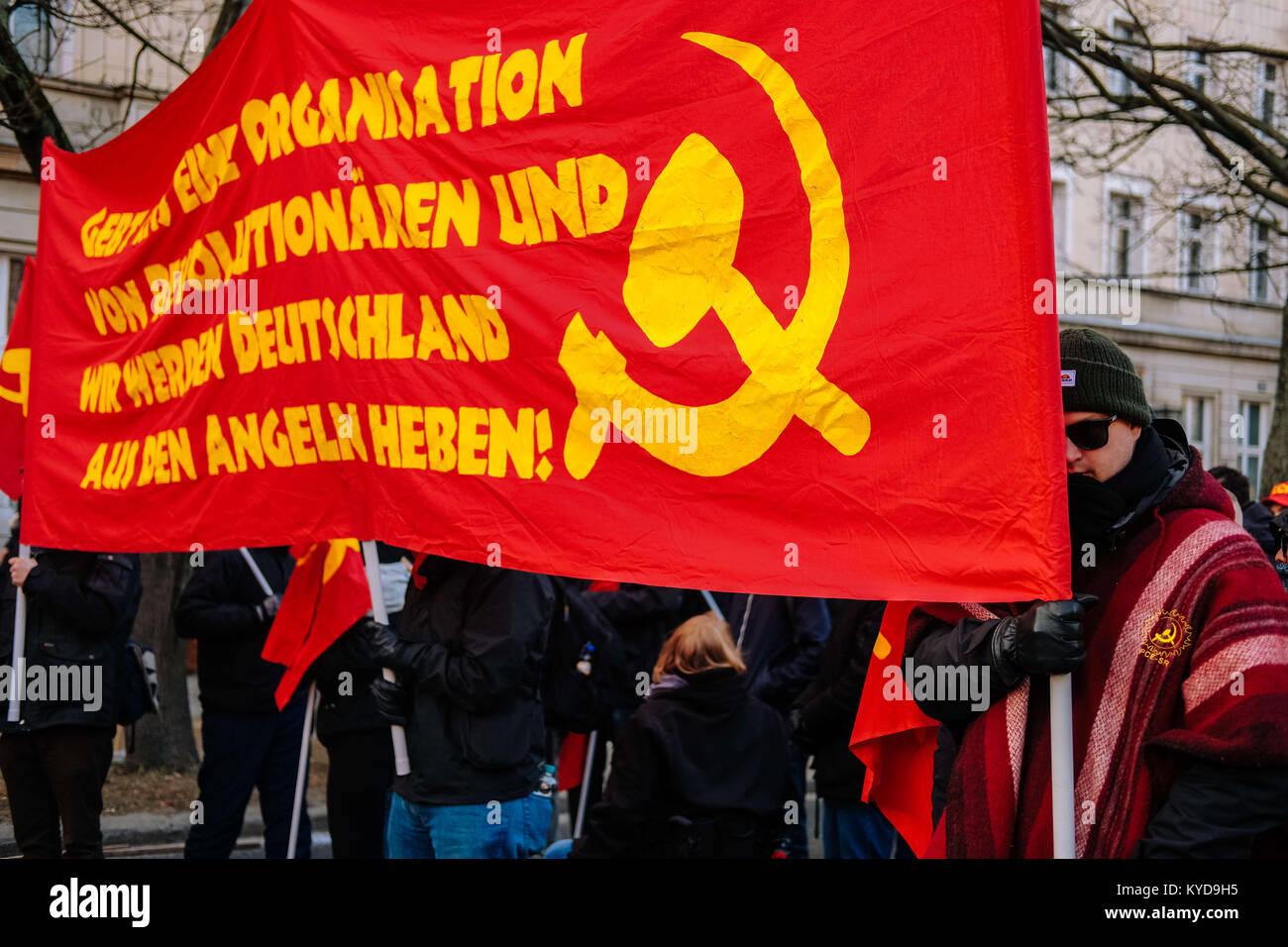 Communist Banner Stockfotos & Communist Banner Bilder - Alamy