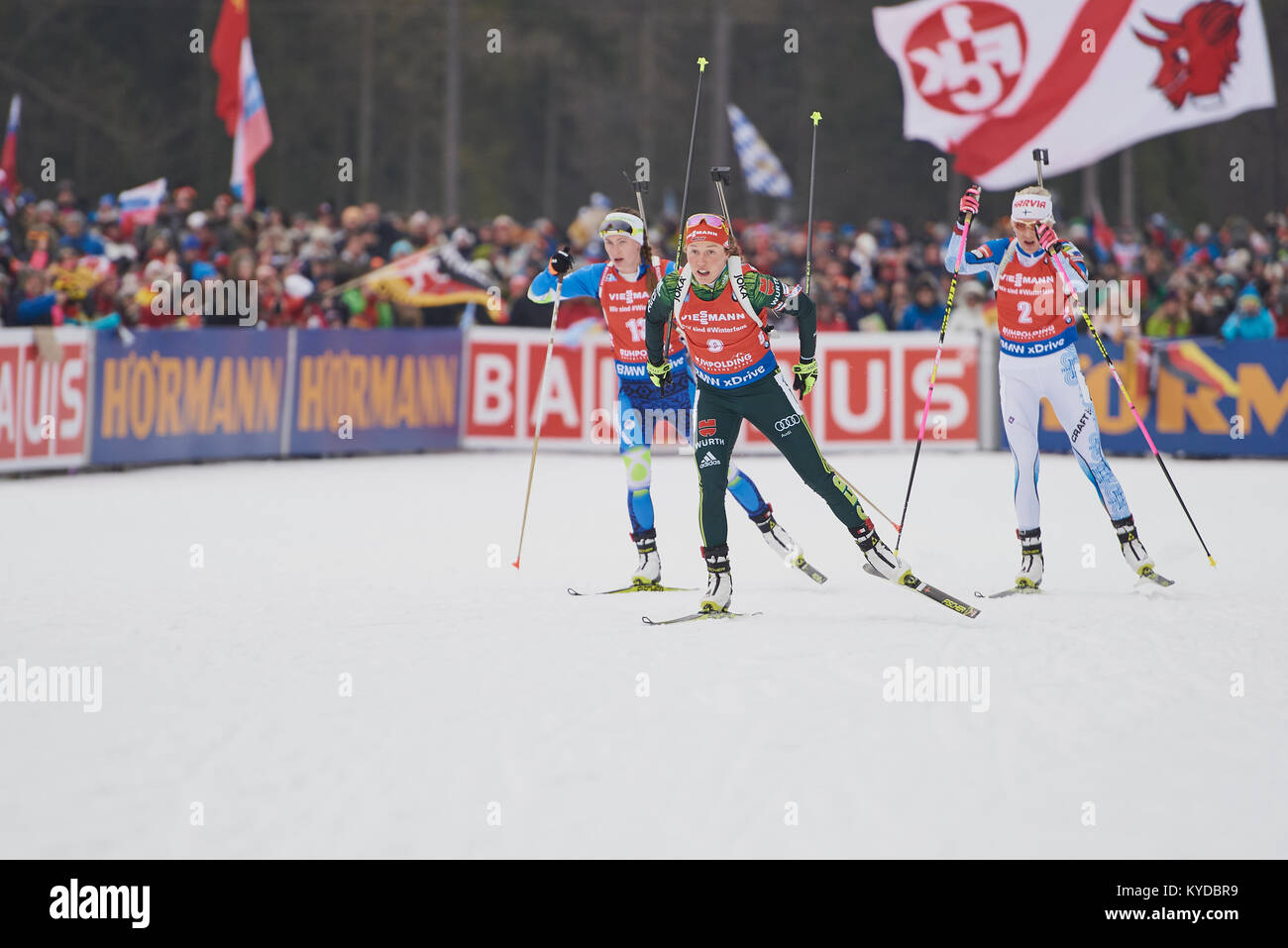 Ruhpolding, Deutschland. 14. Januar 2018. Laura DAHLMEIER (GER) führt (R) MAKARAINEN Kaisa und Darya Domracheva Stockbild