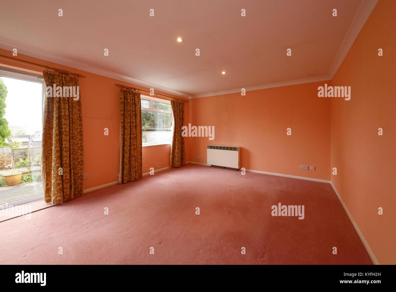 ein wohnzimmer mit alle mobel entfernt und der dekoration und modernisierung