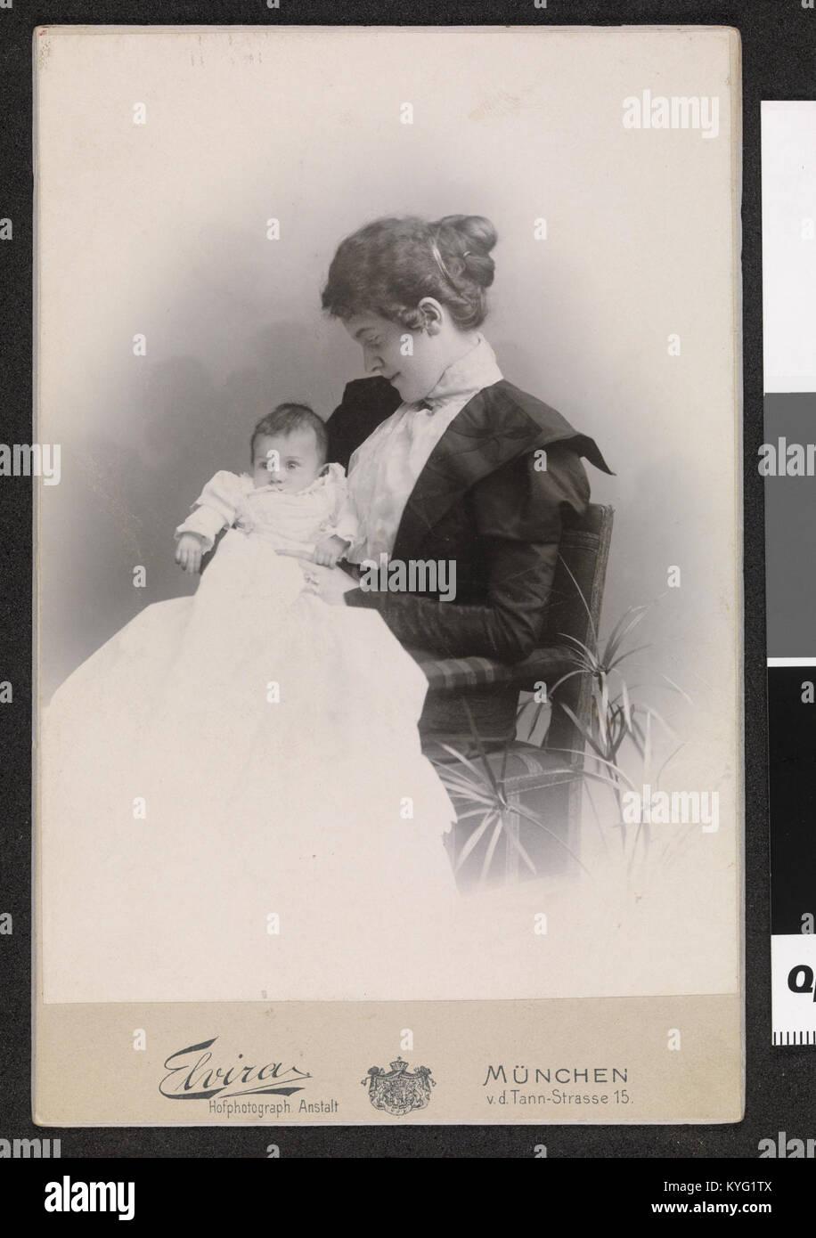 Portrett Av Dagny Sautreau Og Sønnen Arne Bjønson Langen Ca 1897