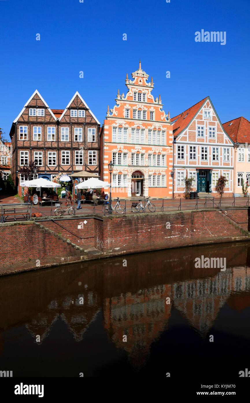 Bürgermeister-Hintze-Haus (in der Mitte), historischen Hafen, Stade, Altes Land, Niedersachsen, Deutschland Stockbild