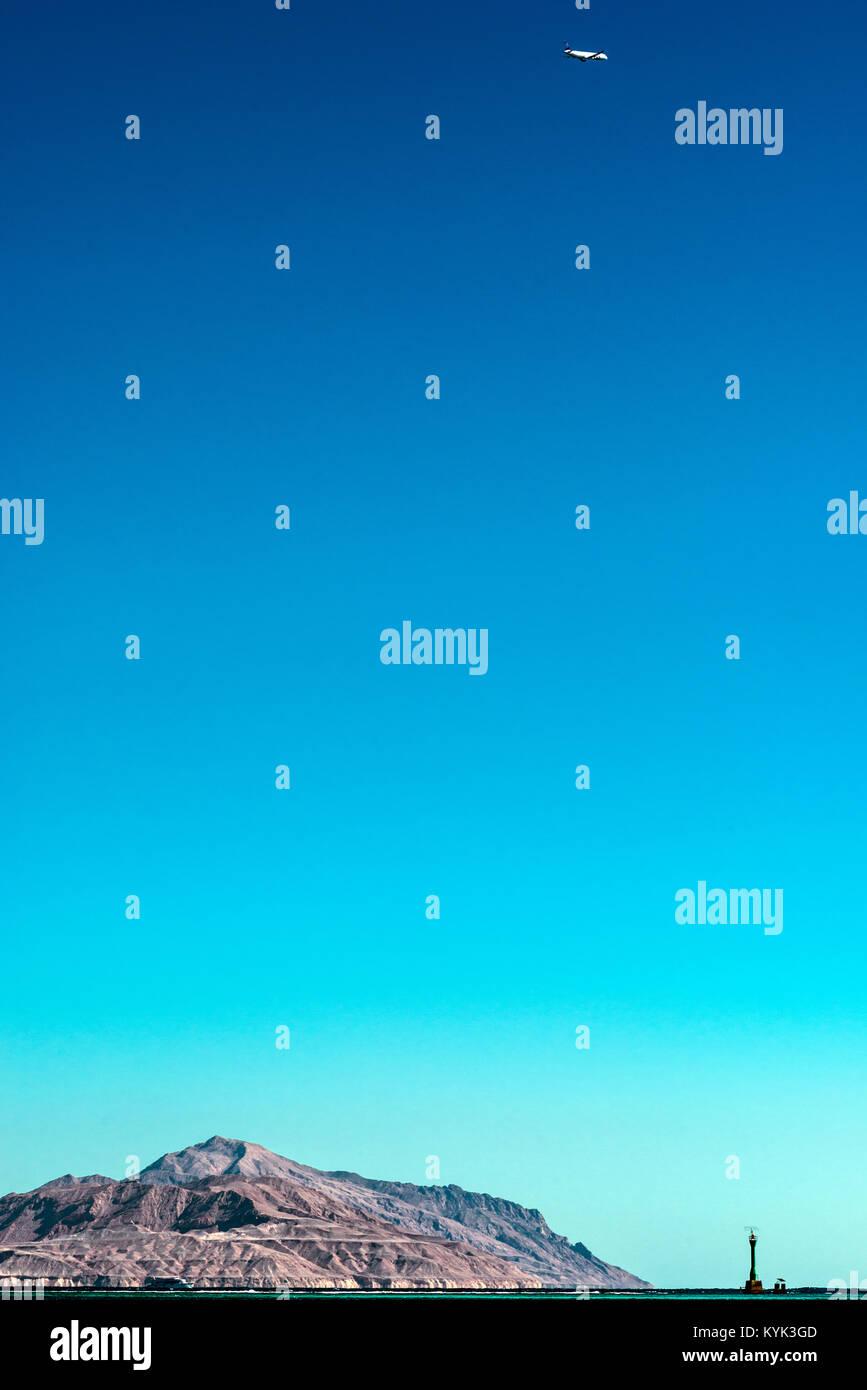 Blick auf die Insel Tiran vom Roten Meer. Postkarte Stockbild