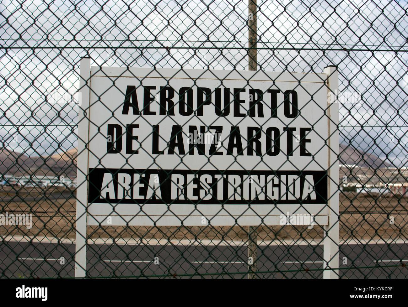 Eingeschränkter Bereich unterzeichnen, Flughafen Arrecife, Lanzarote, Kanarische Inseln, Spanien. Stockbild