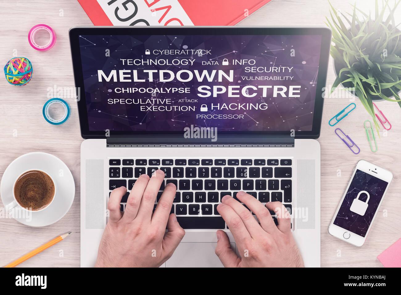 Kernschmelze und Gespenst Bedrohung Konzept auf draufsicht Laptop-bildschirm mit mans Hände auf Büro Schreibtisch. Stockbild