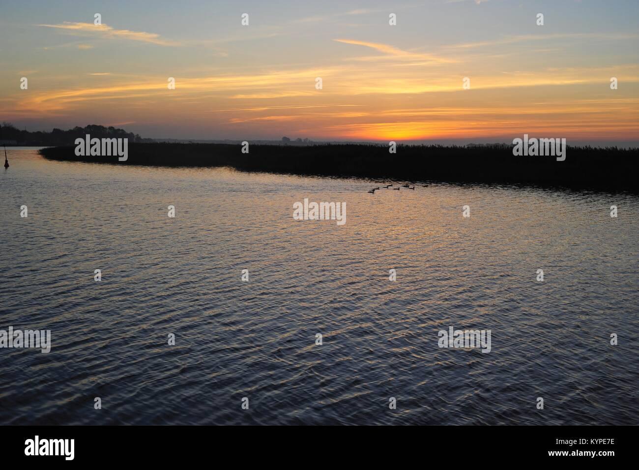 Sonnenuntergang über der Ostsee im Frühjahr Stockbild