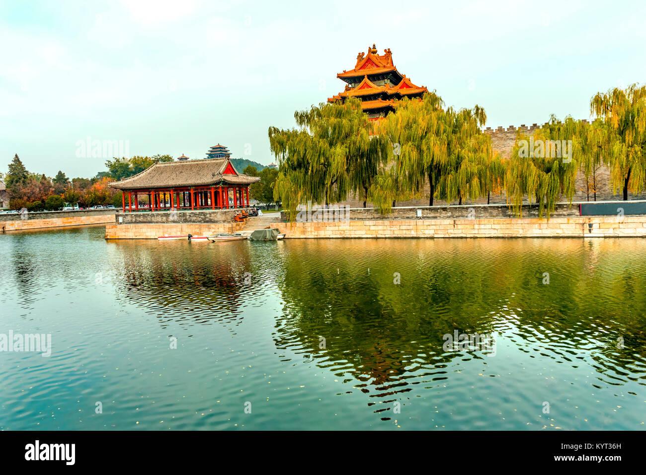 Pfeil Watch Tower Gugong Verbotene Stadt Graben Canal Plaace Wand Beijing China. Der Kaiserpalast in den 1600er Stockfoto