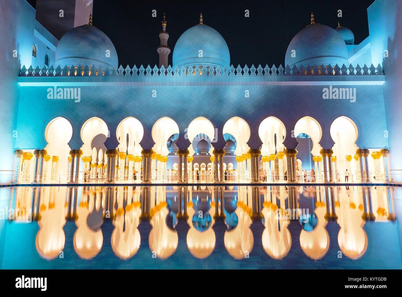 Abu Dhabi Scheich Zayed Moschee bei Nacht. Arabische Nächte. Phantasie, verträumte Wunder der Welt. UAE, Stockbild