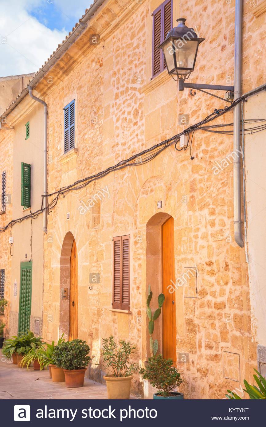 Straßen der Altstadt von Alcudia, Alcudia, Mallorca, Balearen, Spanien, Europa Stockbild