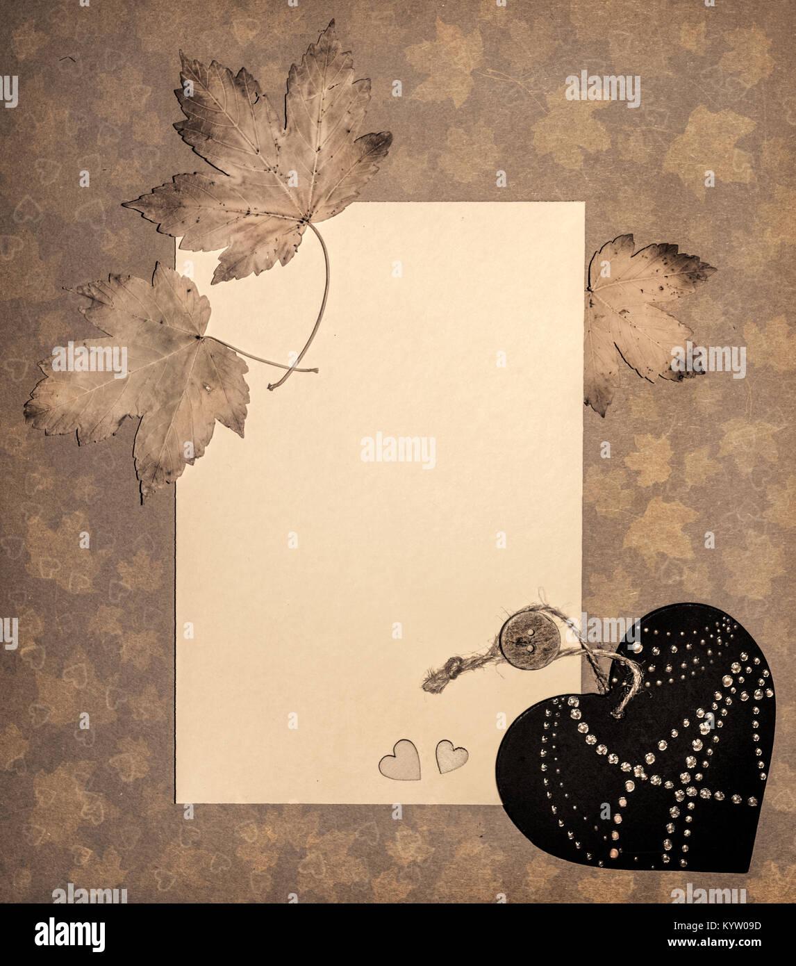 Papier Rahmen mit Herbstlaub und dekorative Herzen, Gefärbtes Bild ...