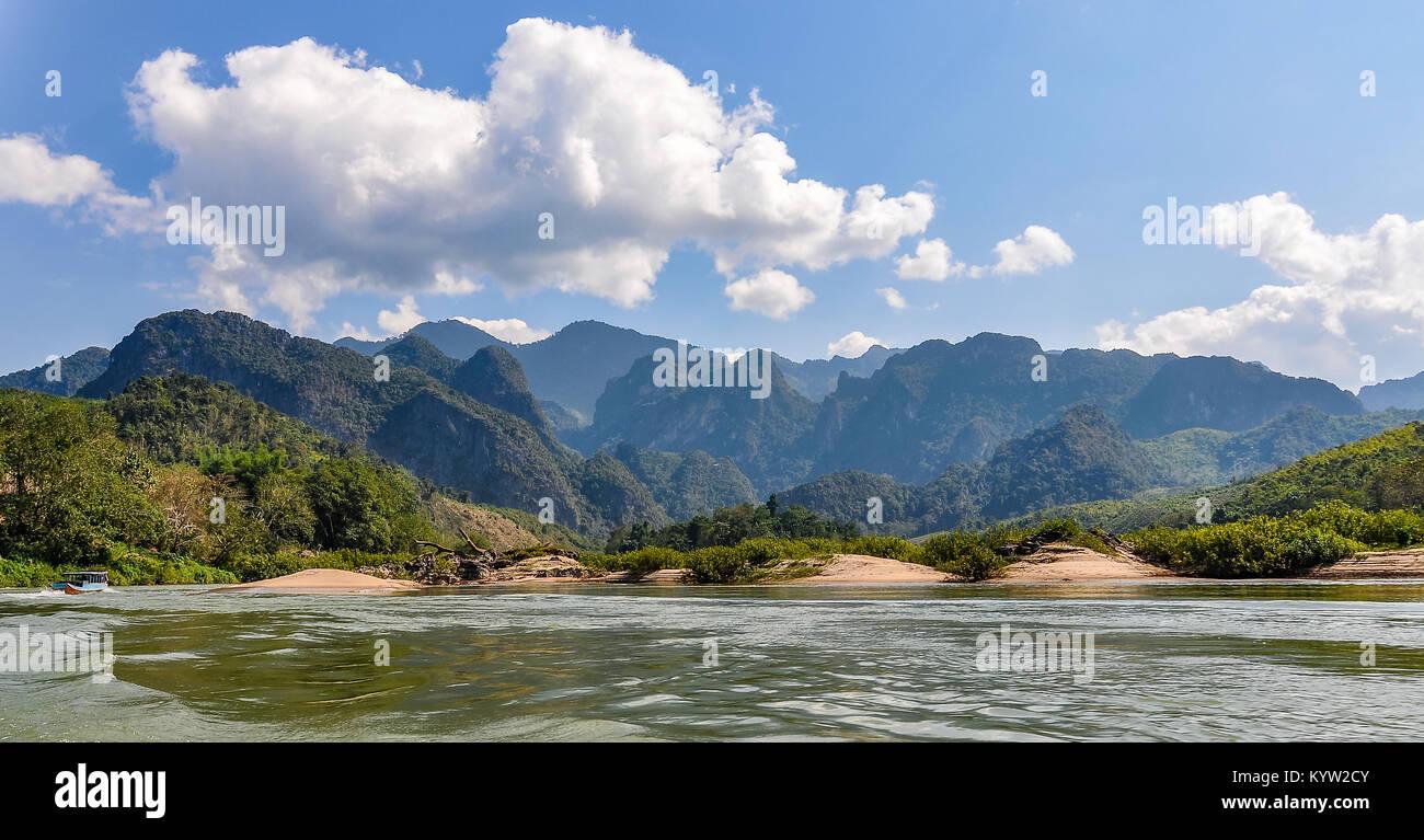 Auenlandschaft auf dem Mekong Fluss im nördlichen Laos Stockbild