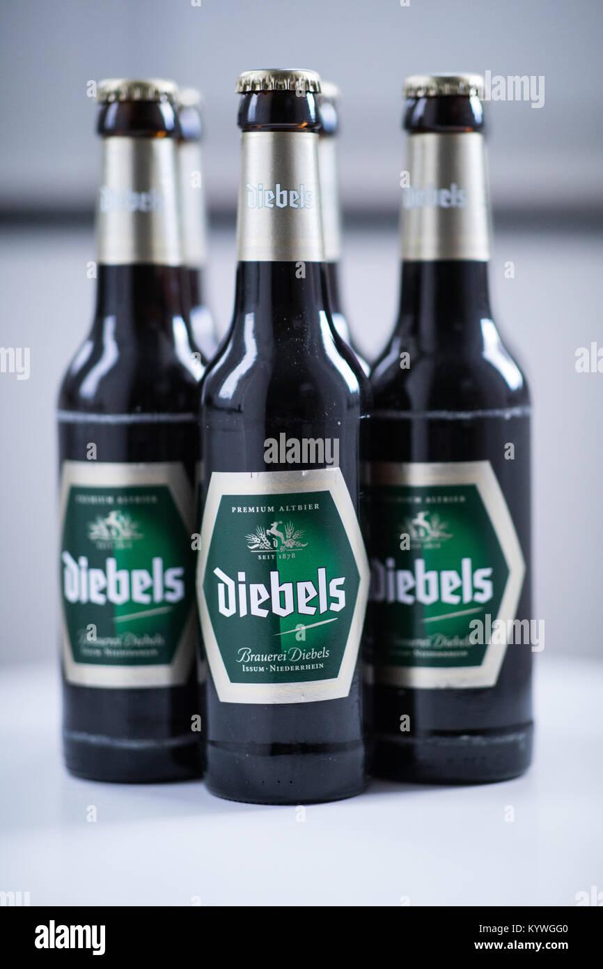 Recklinghausen, Deutschland. 16 Jan, 2018. Diebels Bier Flaschen auf ...