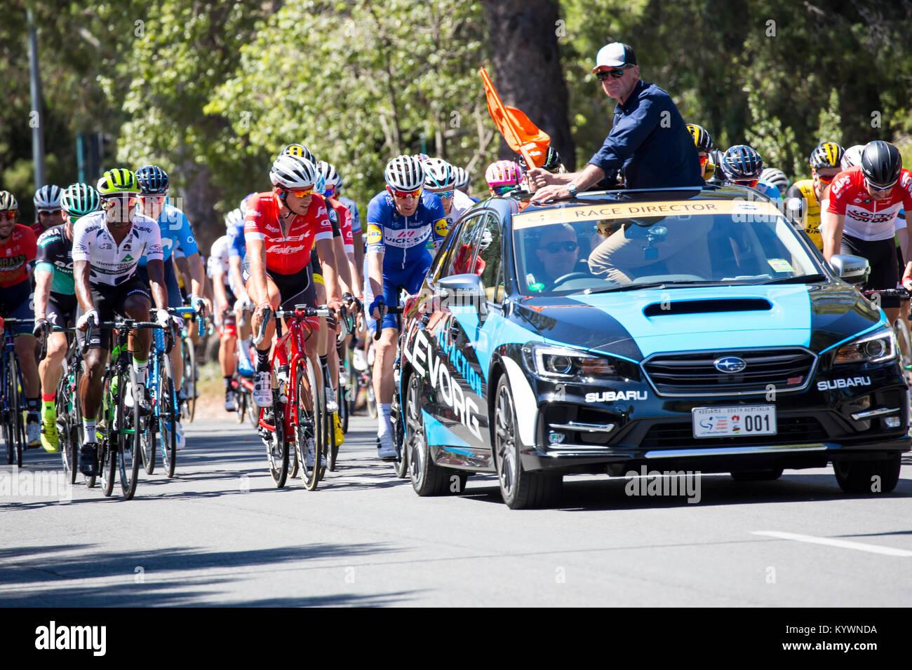 Adelaide, Australien. 17. Januar, 2017. Race Director Mike Turtur über der Stufe 2 von der Tour Down Under Radrennen Stockfoto