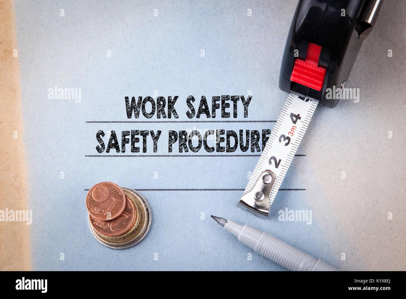 Arbeiten Sicherheit und Notverfahren. Gefahren, Schutz, Gesundheit und Vorschriften Stockbild