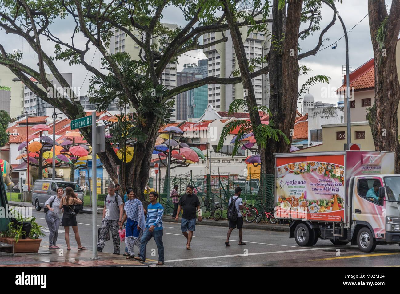 Die Menschen in den Straßen von Little India, Singapur Stockbild