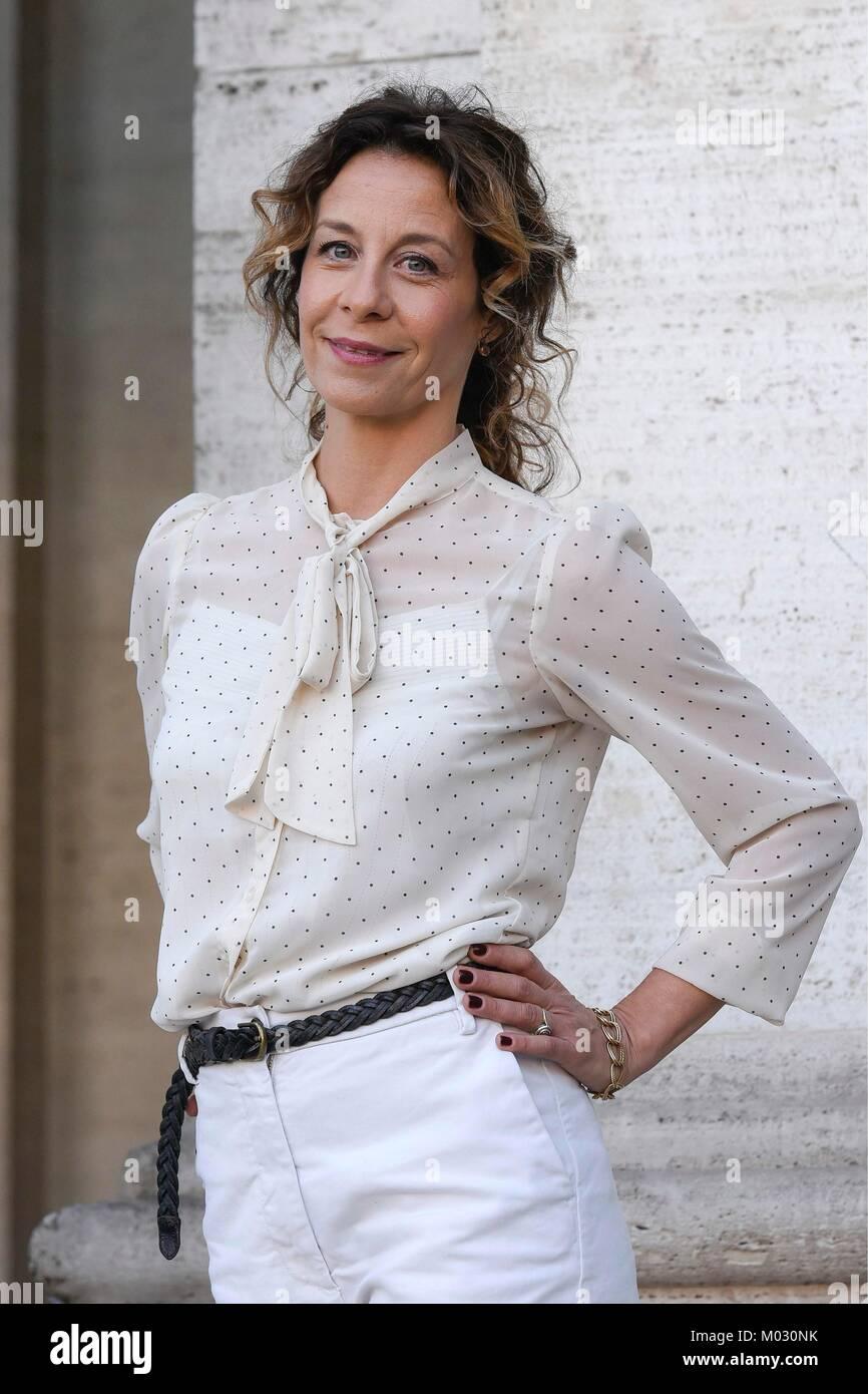 "Fotoauftrag der italienischen Komödie 'Amori che non sanno Stare al Mondo"" dargestellt: Carlotta Natoli, Stockbild"