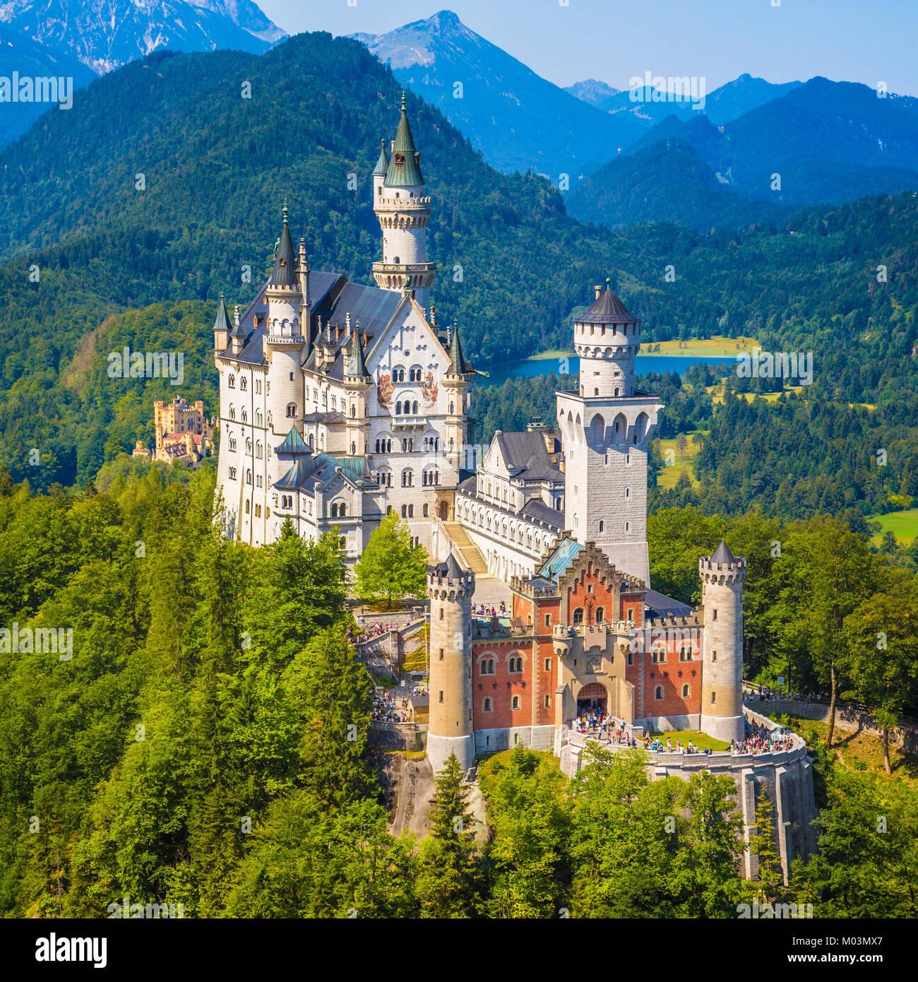 Schöne Aussicht auf die weltberühmten Schloss Neuschwanstein, dem neunzehnten Jahrhundert Neoromanischen Stockbild