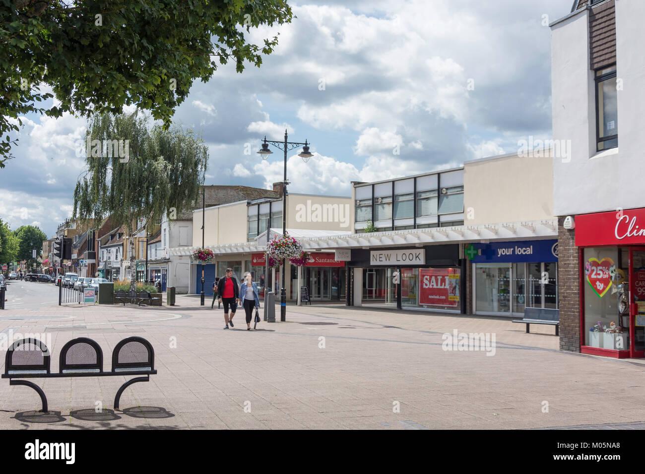 Fußgängerzone Hohe Straße, Hoddesdon, Hertfordshire, England, Vereinigtes Königreich Stockbild