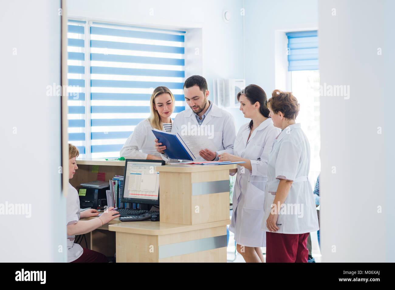 Atemberaubend Rezeptionist Des Krankenhauses Ideen - Entry Level ...