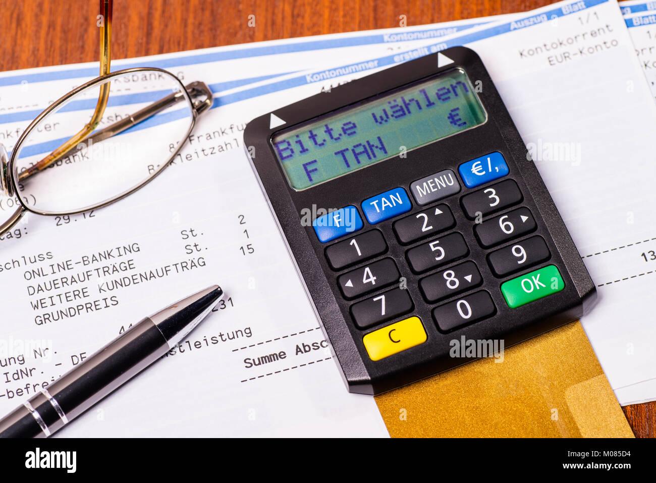 Risikohinweise Bei dem vorliegenden Angebot handelt es sich um ein Angebot von Nachrangdarlehen der Brauhaus am Turm GmbH, Frankfurt am Main. Die Nachrangdarlehen sind langfristige, schuldrechtliche Verträge, die mit wirtschaftlichen, rechtlichen und steuerlichen Risiken verbunden sind.