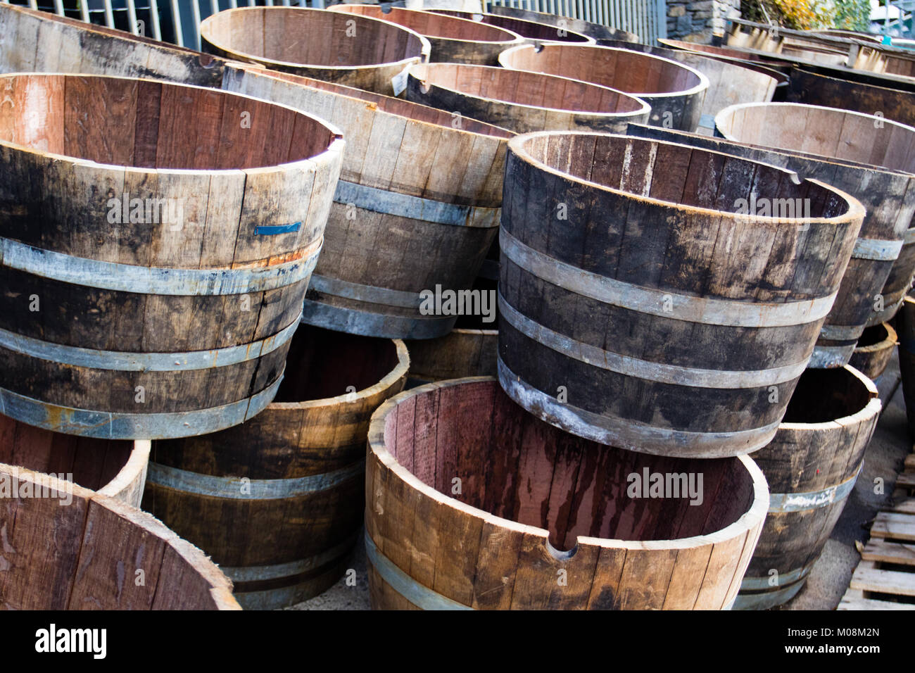 small wooden keg barrel stockfotos small wooden keg barrel bilder alamy. Black Bedroom Furniture Sets. Home Design Ideas