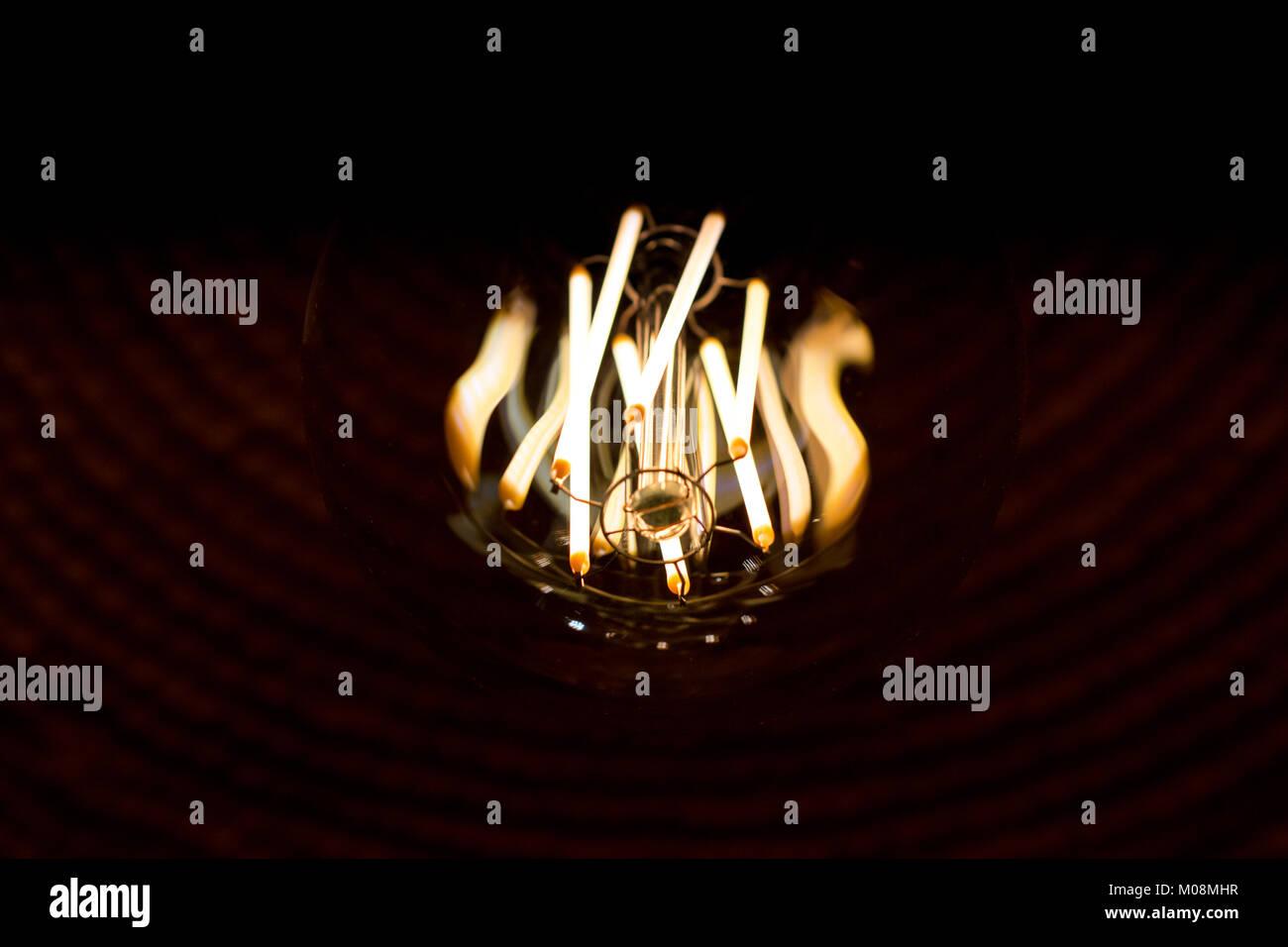 Dekorative Edison Stil Glühbirnen Sind In Der Tat Moderne LED Lampen Wie  Old School Look. Erstellen Von Alten Stil Suchen Und Speichern