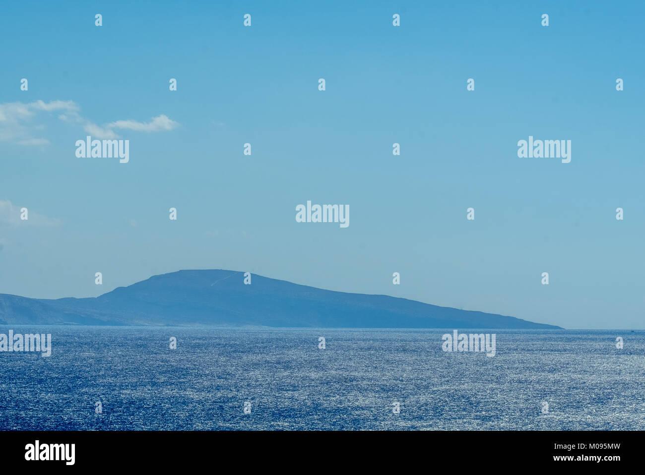 Paxmadia Insel im blauen Meer von Agia Galini im Süden von Kreta, Kreta, Griechenland, Europa, Griechenland,, Stockbild