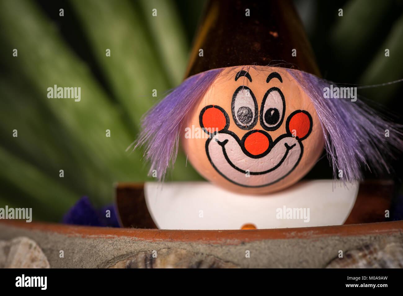 Portrat Einer Figur Eines Clowns Mit Einem Lachelnden Gesicht Steckt