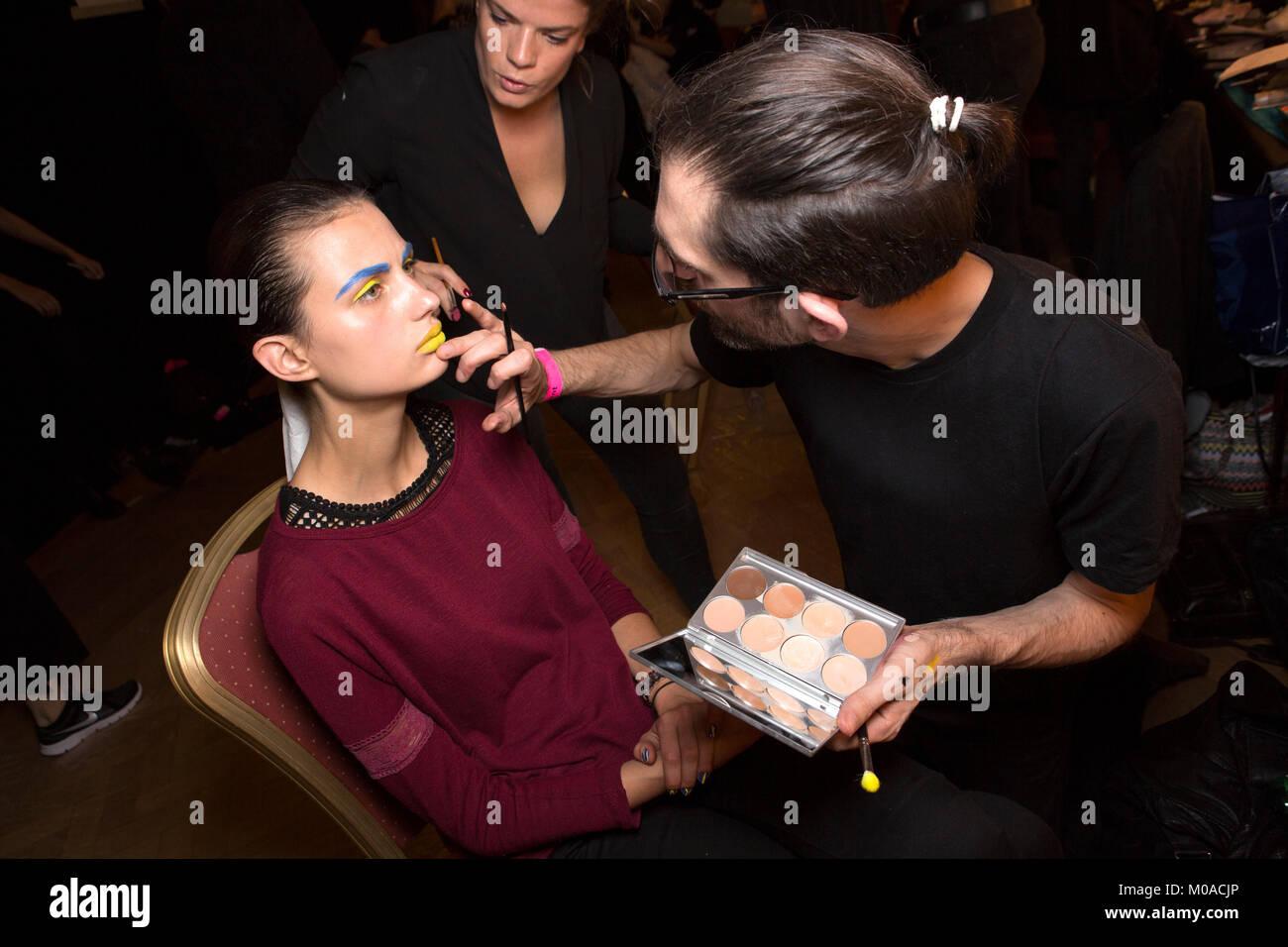 London, UK, 17. September 2015, Modell backstage bei Lan-Nguyen-Grealis' Kunst & Make Up' Buch Launch Stockbild