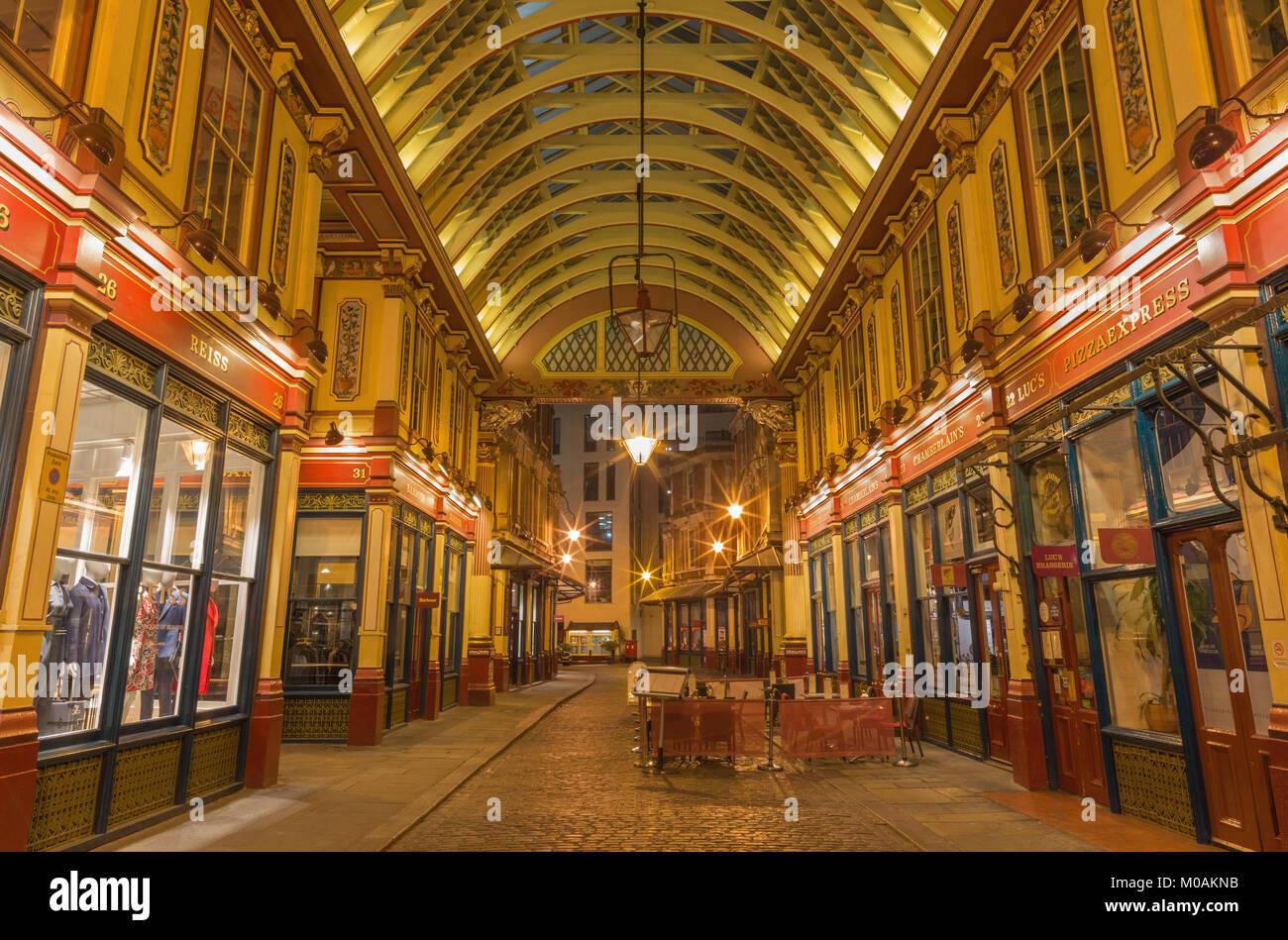 LONDON, Großbritannien - 18 September, 2017: Die Galerie der Leadenhall Market in der Nacht. Stockbild