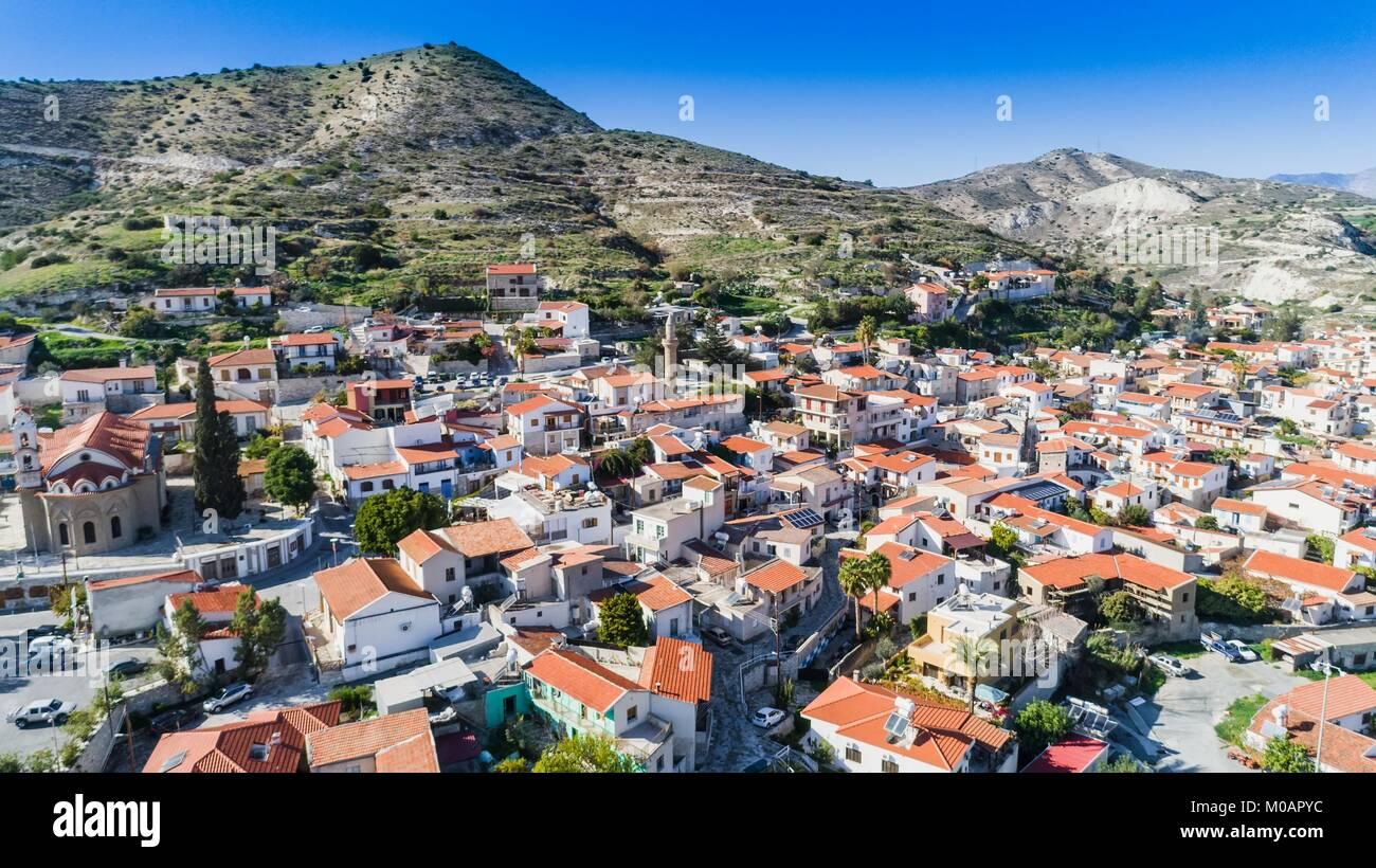 Antenne vogelperspektive von kalavasos village tal larnaca zypern eine traditionelle stadt - Vogelperspektive englisch ...