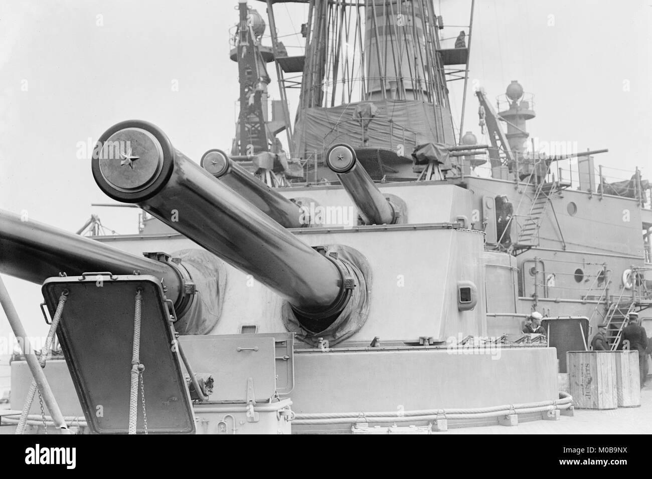 Naval Guns auf dem Linienschiff Michigan Stockbild