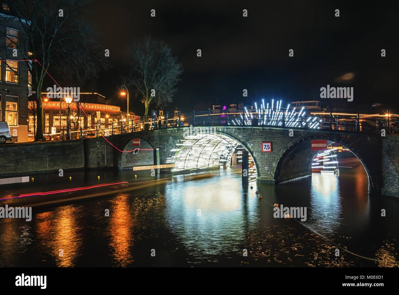 Licht Tour Amsterdam : Amsterdam niederlande dezember tunnel aus licht unter