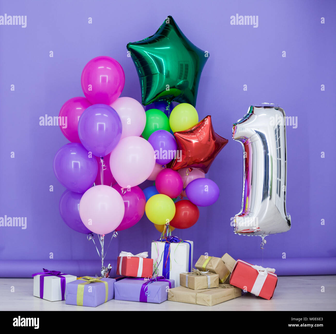 Isolated Gold Helium Balloon Stockfotos & Isolated Gold Helium ...