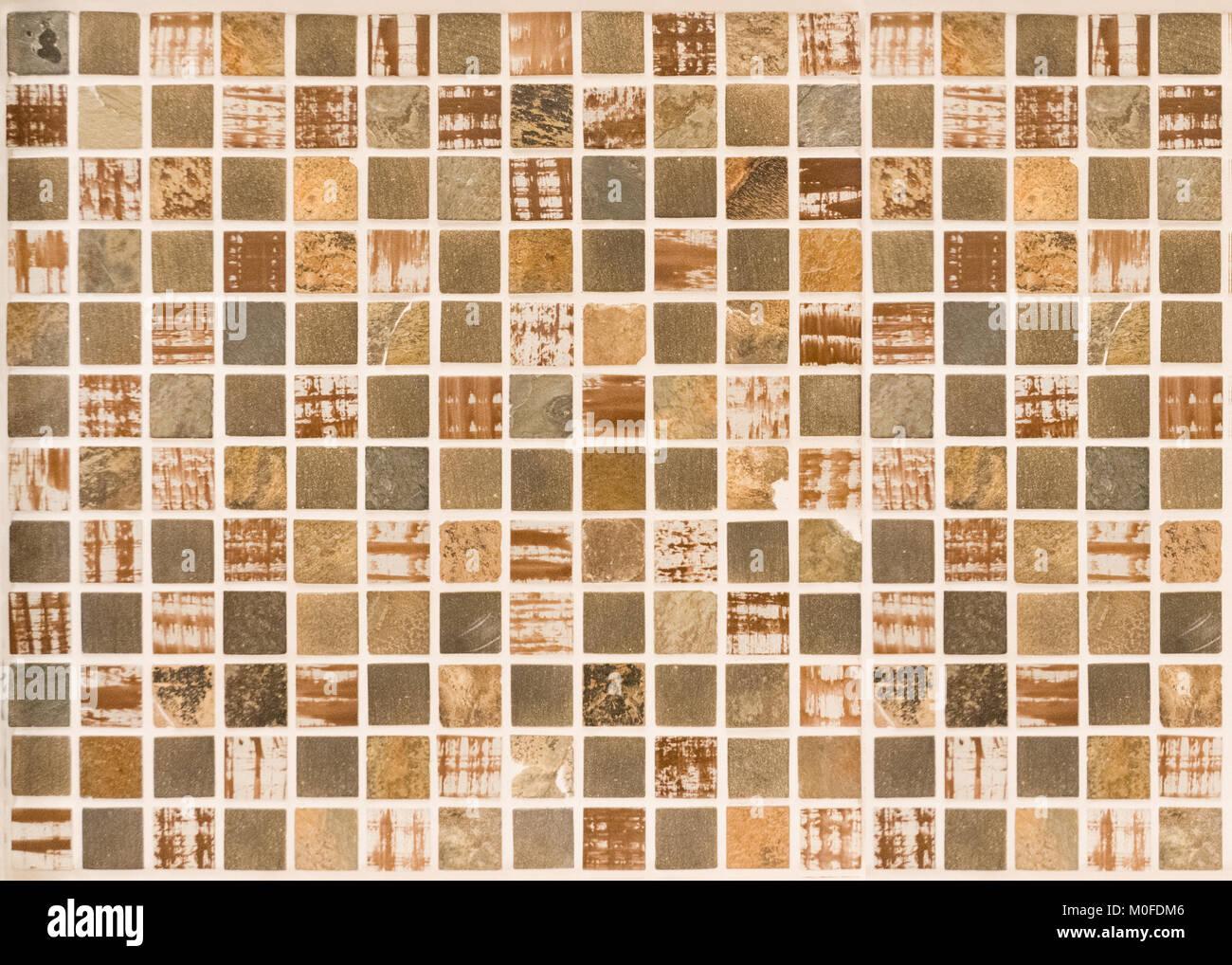 hintergrund: kleine braune mosaik fliesen im bad stockfoto, bild