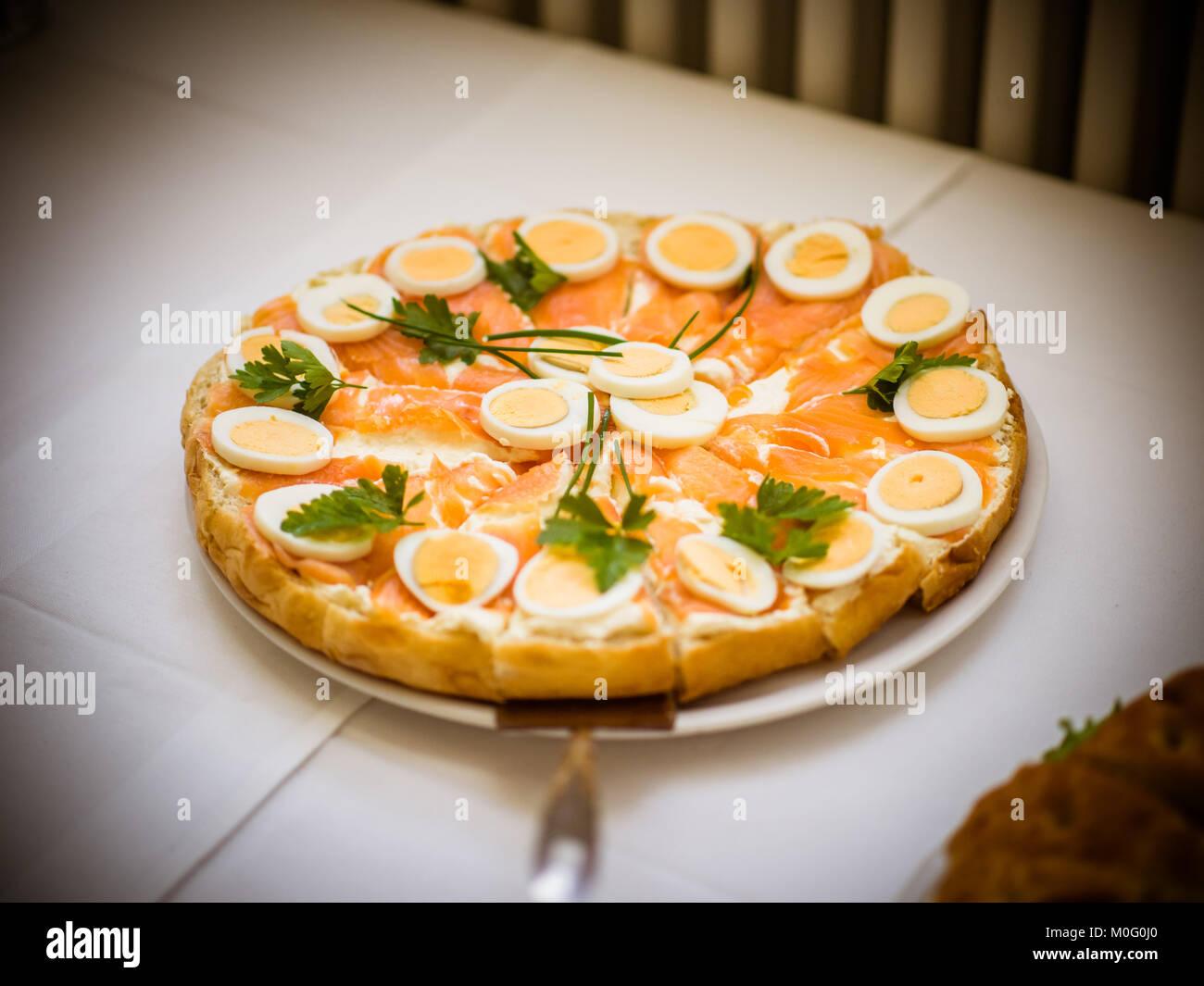 Die Herzhaften Kuchen Mit Lachs Ei Petersilie Stockfoto Bild
