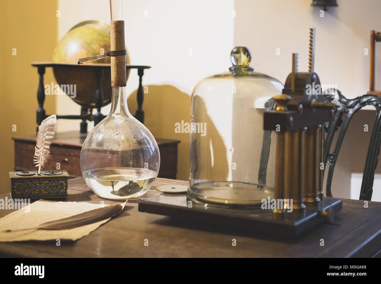 Scientist alchemy alchemist stockfotos scientist alchemy for Studium inneneinrichtung
