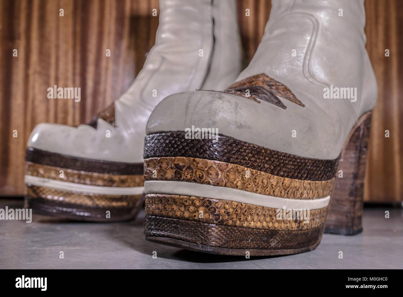 Platform Boots 70s Stockfotos & Platform Boots 70s Bilder
