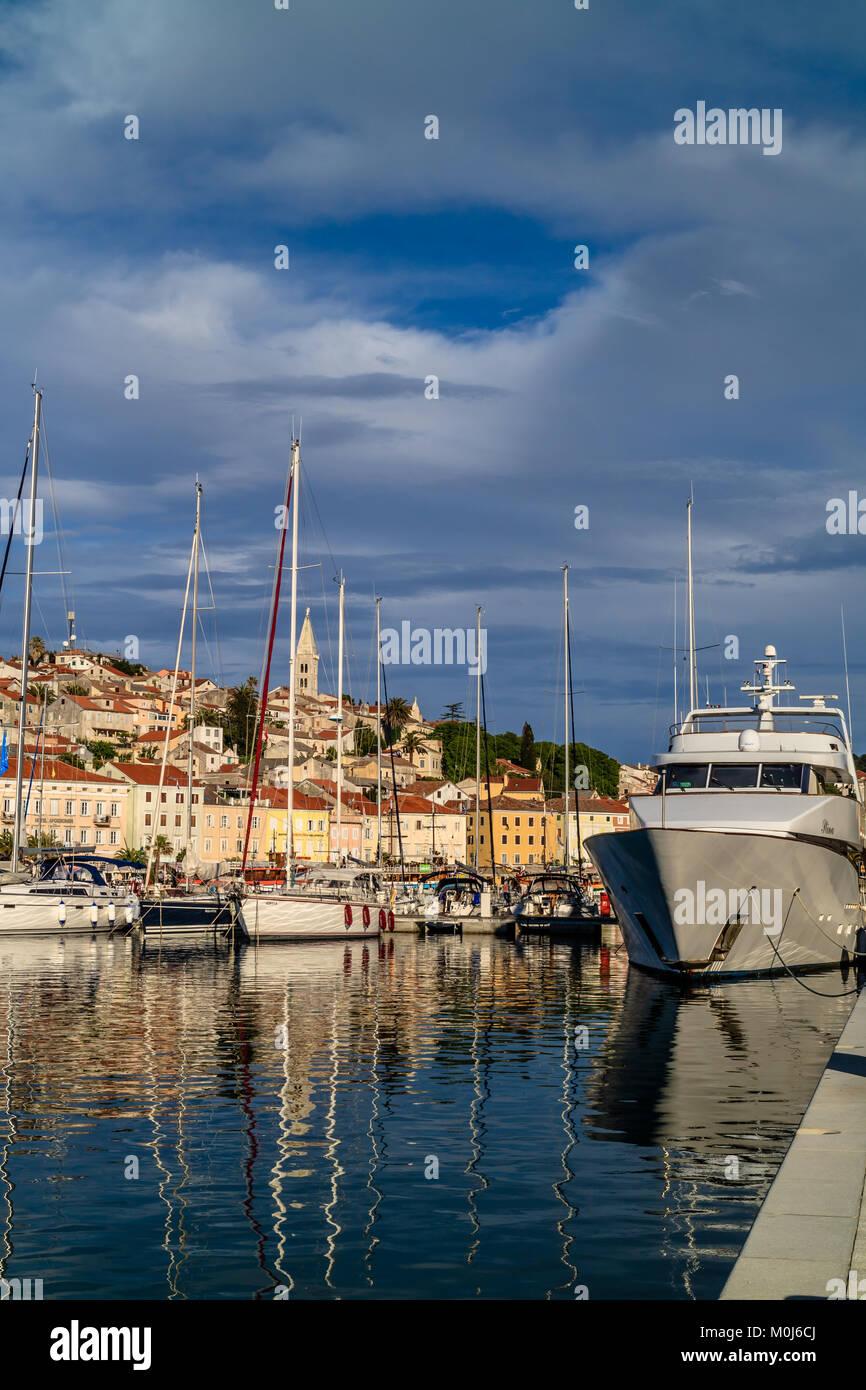 Hafen von Mali Losinj, Insel Losinj, Kroatien. Mai 2017. Stockbild
