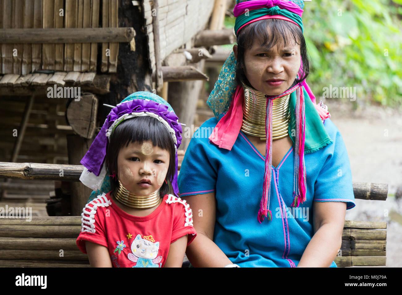Asien, Thailand, Chiang Mai, Ban Huay Pa Rai Bergdorf, langen Hals Frau Stockbild